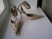 Продам женские летние туфли со стразами Бежевые,  р-р 36,  пр-во Италия,