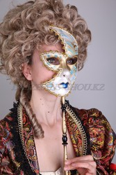 Карнавальные маски на палочке на прокат в Астане