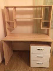 Продается рабочий стол(отдельно или в комплекте со шкафом и кроватью)!